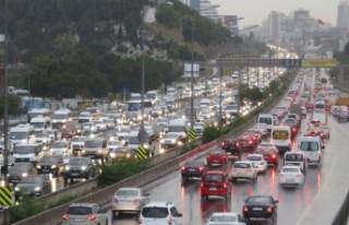 İstanbul'da yağmur yağdı; trafik yüzde 69'a...