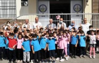 Karabağlar'da Eğitim Kart dağıtımları sürüyor
