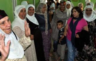 Selvi Kılıçdaroğlu Mardin'de Köylü Kadınları...