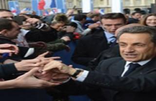 Fransa'da gündem Sarkozy'nin Saati