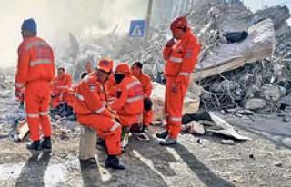PKK, Depremzedeleri Yakmaya Kalktı
