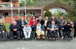 7 Engelliye Tekerlekli Sandalye