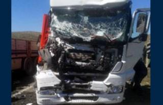 Mardin'de 3 TIR Çarpıştı: 4 Yaralı