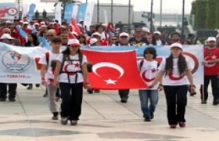 Atatürk'ü Simgeleyen Türk Bayrağı Yola Çıktı