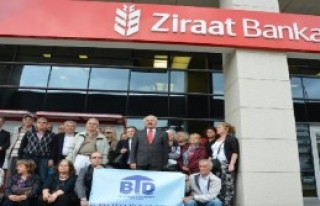 Banka Önünde 'Dosya Masrafı' Eylemi