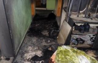 Benzinle Sobayı Tutuşturmak İsterken Evi Yaktı