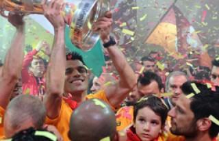 Galatasaray Taraftarıyla Bütünleşti