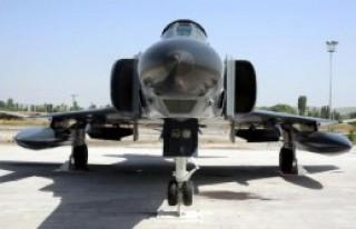 F-4 Savaş Uçağı Kondu