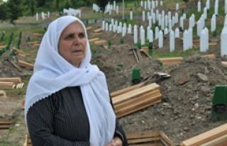 Boşnaklar Srebrenitsa'da Yine Yalnız Bırakıldı