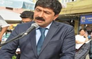 CHP'li Belediye Adnan Menderes'in Heykelini Dikti