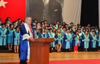 Diplomasını Özgecan Aslan'a İthaf Etti