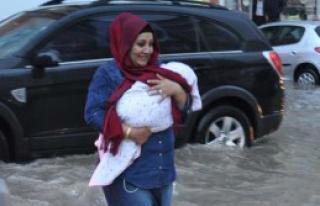 Sivas'ta Yağış Hayatı Felç Etti