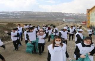 Edremit'te Öğrencilerden Bahar Temizliği