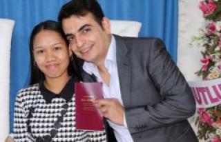 Facebook'tan Tanıştığı Filipinli Kızla Evlendi
