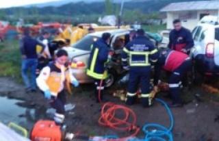 İki Otomobil Çarpıştı: 5 Ölü, 2 Yaralı