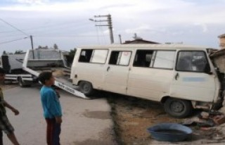 İşçi Taşıyan Minibüs Kaza Yaptı: 8 Yaralı
