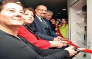 İzmir'in 'yüzen kütüphane'si açıldı!