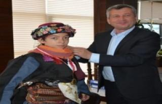 Menemen'in Yıldızlarına Başkan'dan Altın