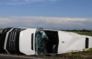 Midibüs İle Süt Aracı Çarpıştı: 14 Yaralı