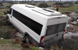 Mülteci Minibüsü Devrildi: 5 Yaralı
