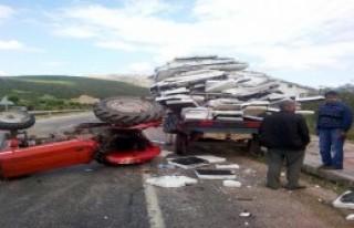 Otomobille Traktör Çarpıştı: 7 Yaralı