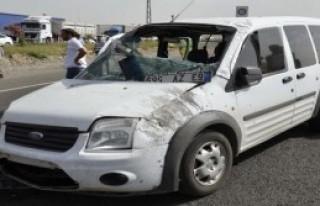 Siverek'te Polis Aracı Devrildi