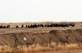Suriyelilerin Sınırda Bekleyişi Sürüyor
