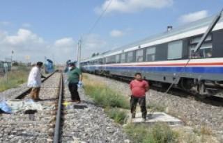 Tarsus'ta Trenin Çarptığı Kadın Öldü