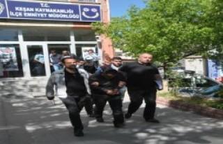 Telefonla 57 Bin Lira Dolandırıcılığa 2 Tutuklama