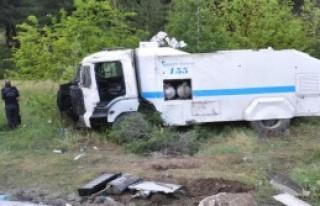 TOMA Takla Attı: 2 Polis Yaralı