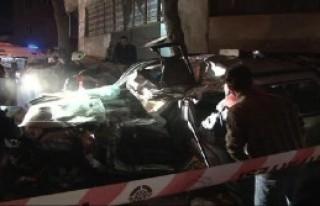 Ümraniye'de Tır Otomobile Çarptı