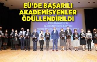 EÜ'de başarılı akademisyenler ödüllendirildi