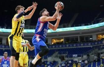 EuroLeague'deki Türk derbisinde kazanan Anadolu Efes