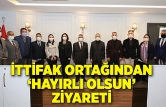 MHP İzmir'den AK Parti'ye 'hayırlı olsun' ziyareti