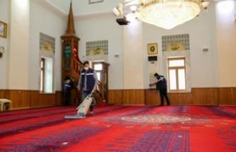 Buca'nın camilerinde ramazan temizliği