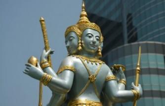 Buda'ya kendini adayan kişi giyotinle kafasını kesti