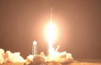 Dünya nefesini tuttu: 4 astronot uzaya çıktı!