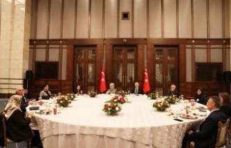 Erdoğan, şehit aileleriyle iftar yaptı