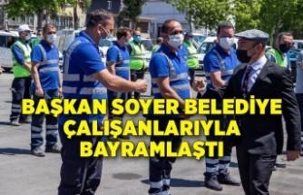 Başkan Soyer belediye çalışanlarıyla bayramlaştı