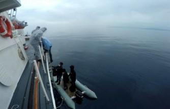 Dikili'de 8 kaçak göçmeni Sahil Güvenlik kurtardı