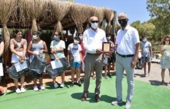 Foça'da Ortaokul öğrencilerine rüzgar sörfü, yelken ve deniz kanosu eğitimleri verildi...