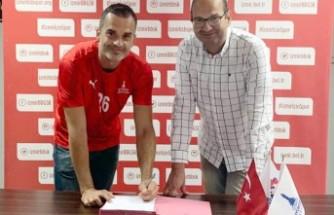İzmir BŞB Gökhan'la imzaladı