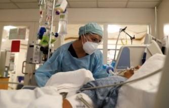 """Covid hastanesi başhekimi: """"Yatan 10 hastanın 9'u aşısız, tek çare aşı"""""""