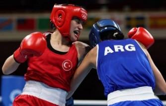 Milli boksör Esra Yıldız çeyrek finalde