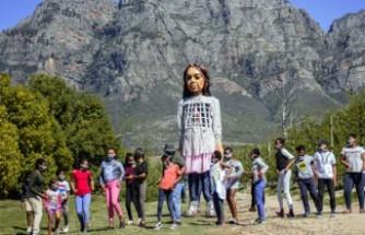 Küçük Amal Efes Selçuk'ta çocuklarla yürüyecek