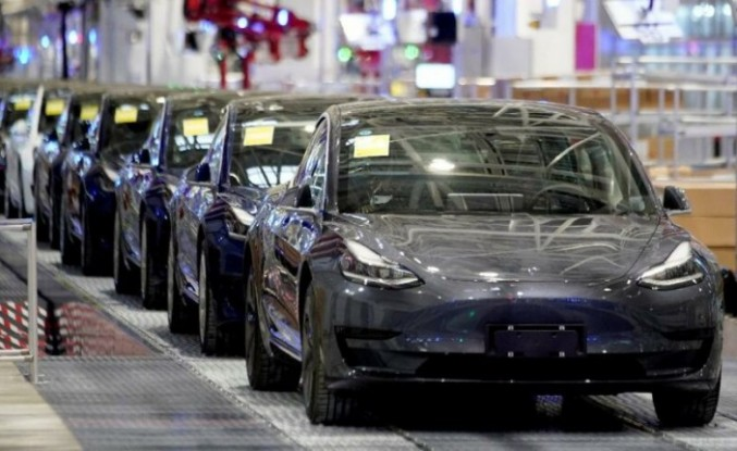 Tesla'nın değeri 1 trilyon doları aştı