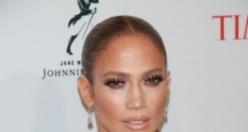 Jennifer Lopez yıllara meydan okuyor