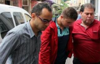 Sınıf Başkanı, Sınıfa Girmeyen Öğrenciyi Bıçakladı