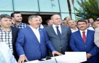 Özdağ Spil'e Türk Bayrağı Dikecek