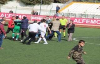 İzmir'de Amatör Küme Maçında Olay